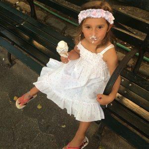 出典:http://www.popsugar.com/moms/photo-gallery/35207207/image/35207215/Arabella-Rose-Kushner-enjoyed-Summer-ice-cream-cone-her-mom